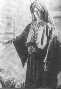 Ramallah woman c. 1890s (Library of Congress)